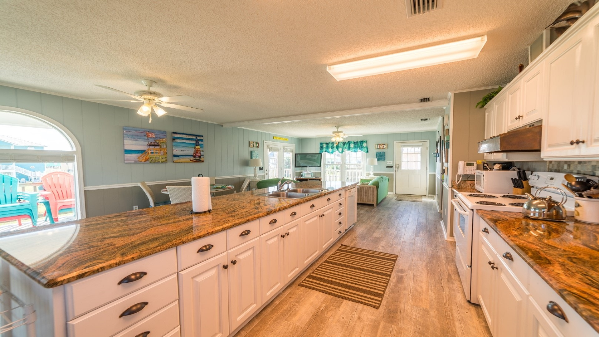 Fully equipped kitchen with everything you will need.